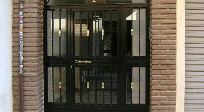 Puertas y ventanas tacema sl carpinter a met lica for Puertas y ventanas de hierro antiguas